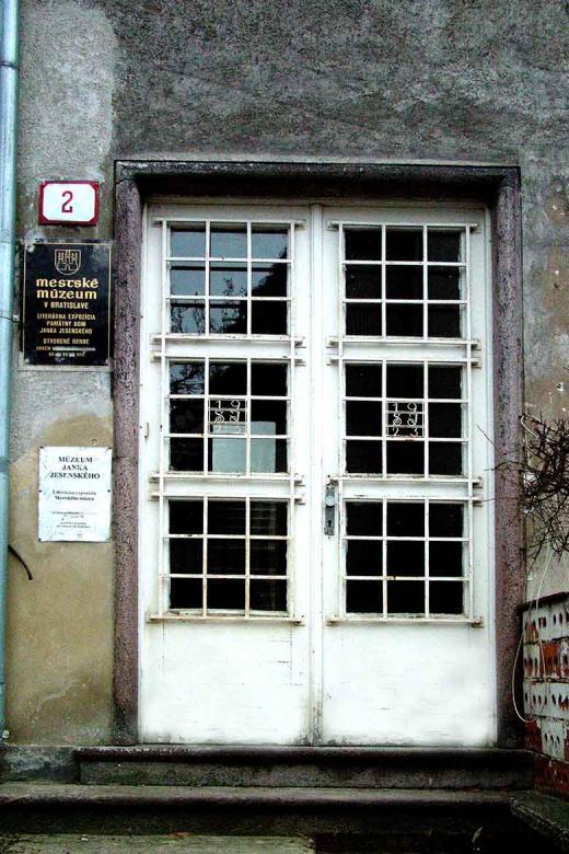 Dom na Smolenického ulici, sídlo Múzea