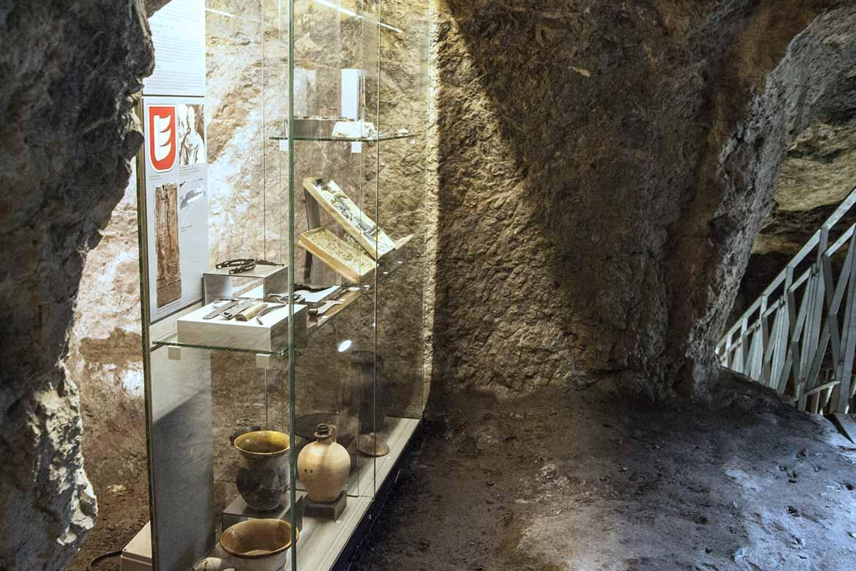 Expozícia Hrad Devín v 13. - 20. storočí v jaskyniach horného hradu