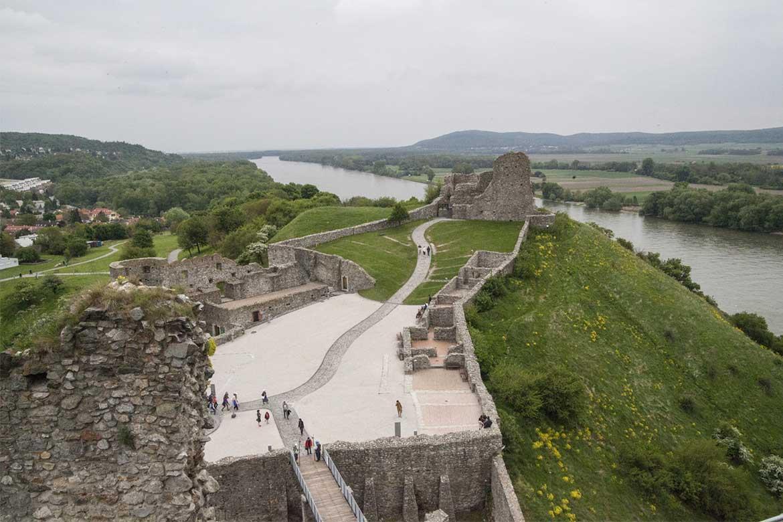 Pohľad na areál hradu Devín