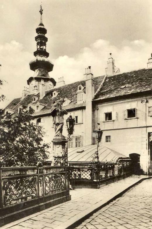 Pohľad z Michalského mosta na Michalskú vežu, 1945 – 1946