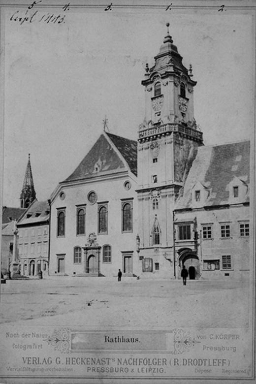 Stará radnica na fotografii K. Körpera, okolo roku 1870