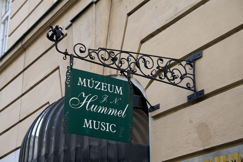 Múzeum J.N.Hummela - vývesný štít